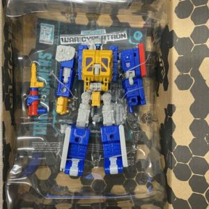 Transformers Generation Selects Deluxe Greasepit (Due July 17th)